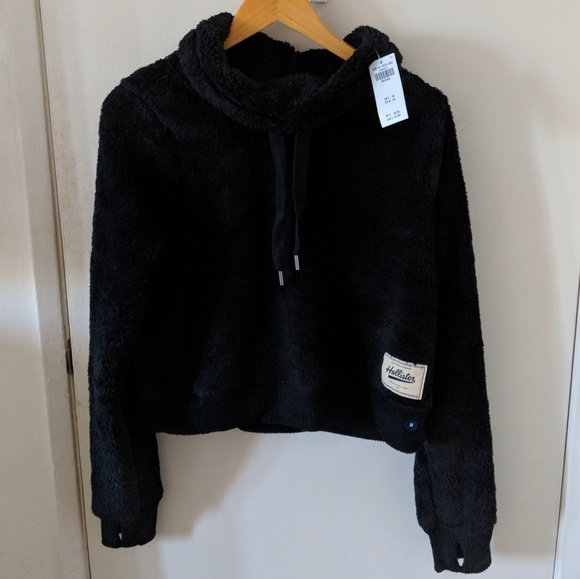 a03da1765574 Hollister sherpa crop cowlneck sweater